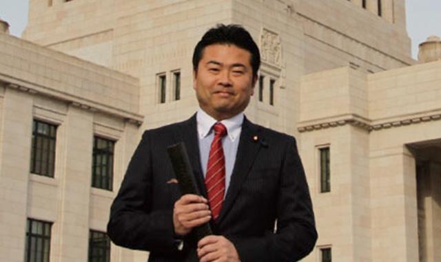 岡山の事を岡山で決めるためには「官僚ではなく、もっと国の中枢に関わらねばいけない」の一念と仲間の応援で政治家を目指す