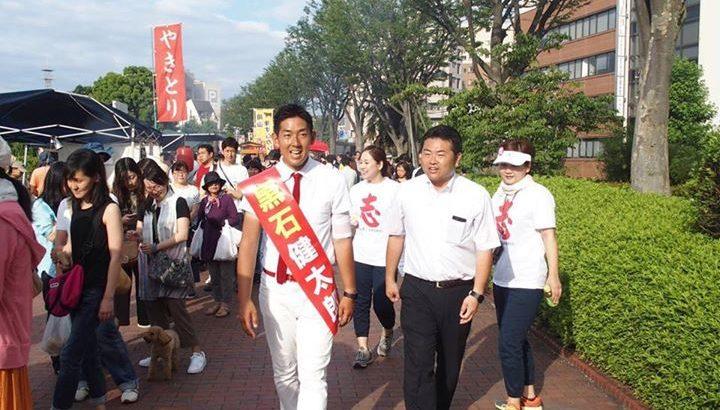 参議院選挙岡山選挙区の黒石健太郎候補と一緒に「京橋朝市」へ
