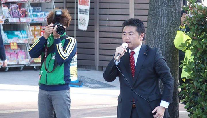 そろそろ選挙が近いということで、ポスター用に朝の街頭演説を撮影してもらいました