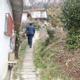 年始の活動もひたすら地域まわり。1軒1軒のお宅を訪問しています。