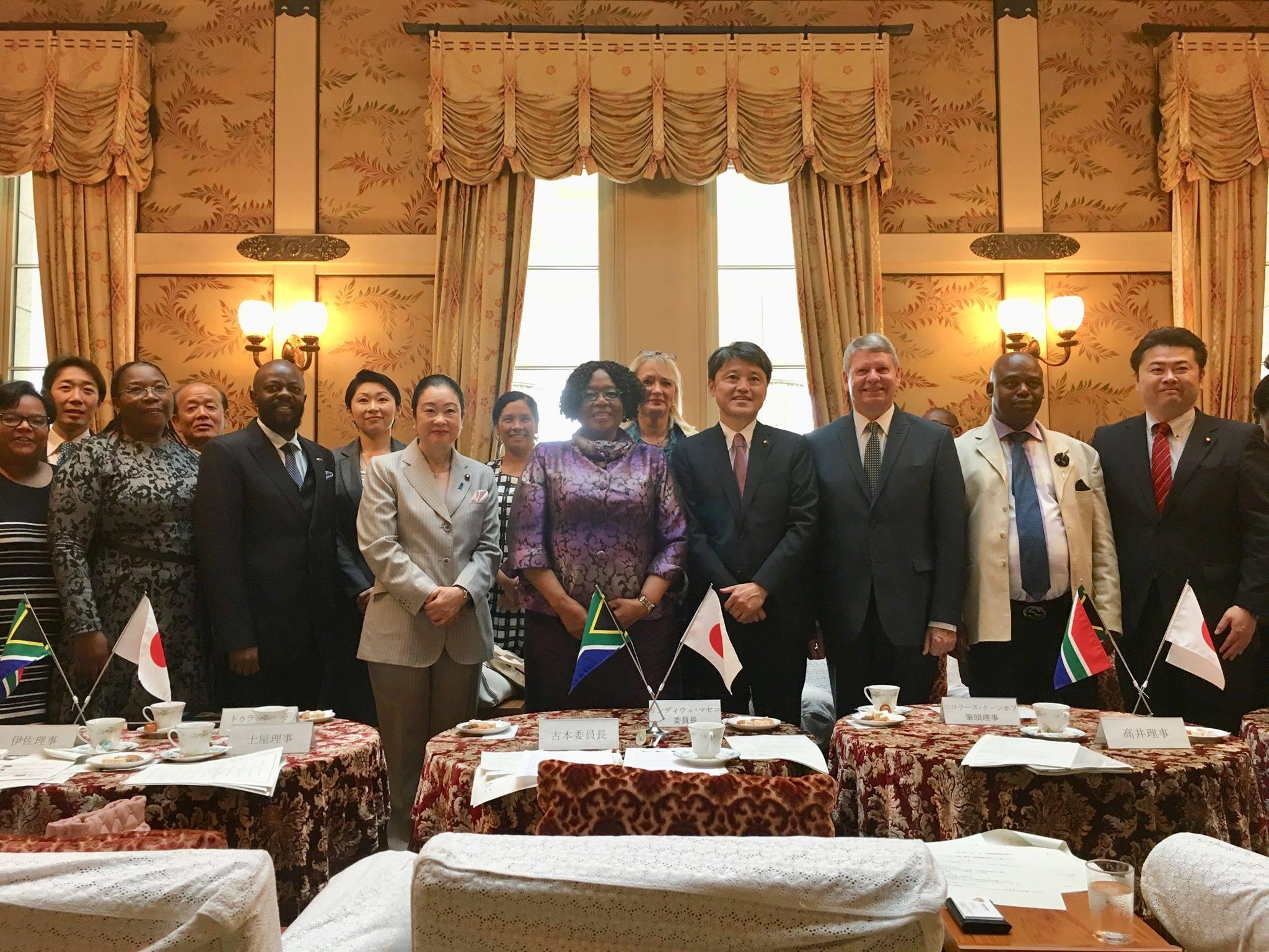 南アフリカ共和国の国会議員(科学技術委員会)14名が来訪され、衆議院科学技術・イノベーション特別委員会理事メンバーと意見交換を行いました。
