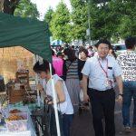 毎月第一日曜日は「京橋朝市」からスタート。