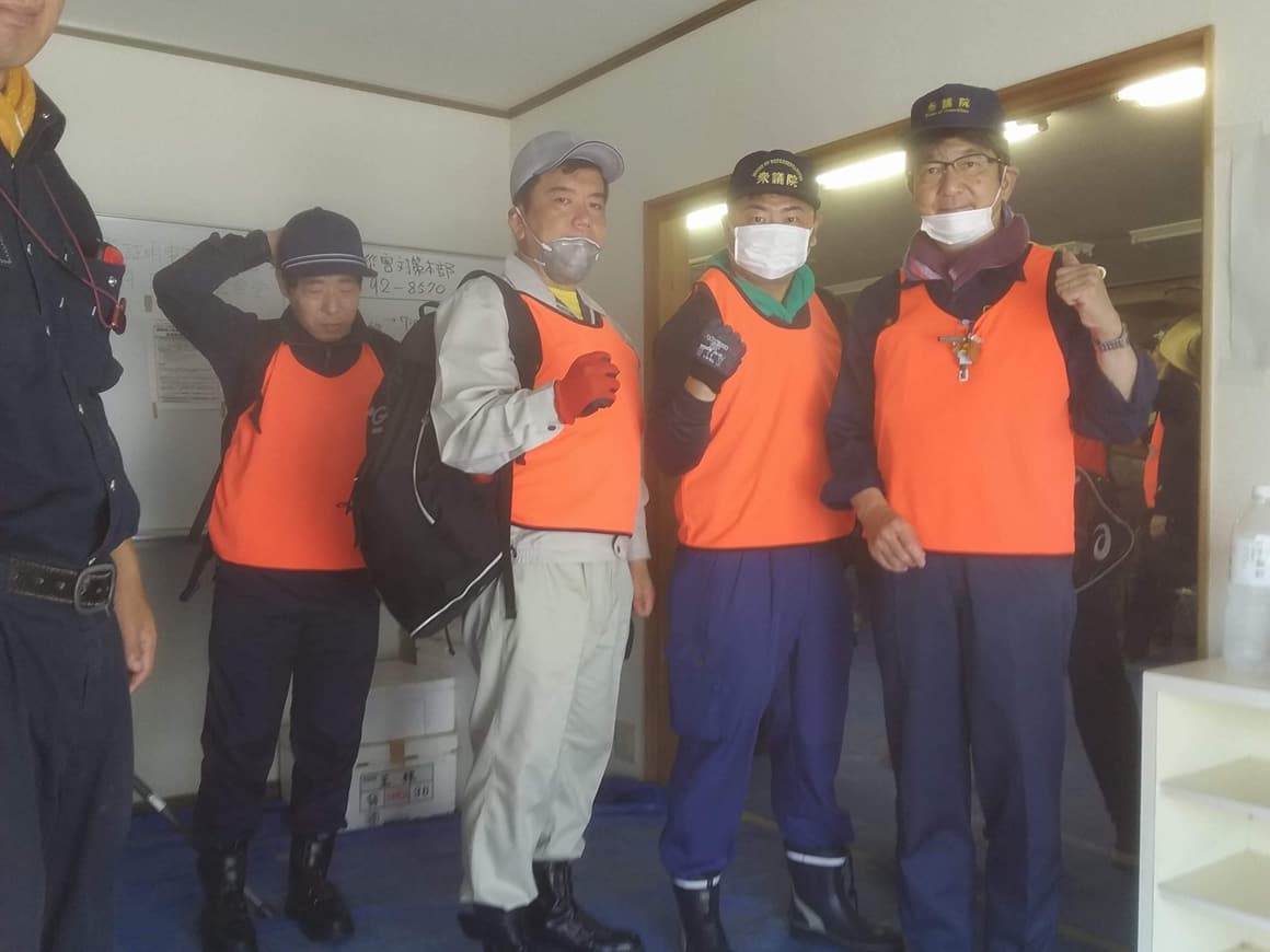 立憲民主党の杉尾秀哉参議院議員(長野県)と森山浩行衆議院議員(大阪府)ご一行がボランティアに駆け付けてくれました。