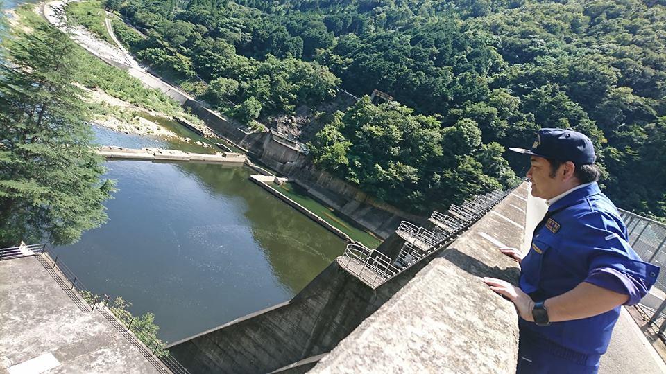 ダム治水対策の責任者である岡山県土木部河川課長からヒアリングを行い、更にそれを確かめるために旭川ダムへ行ってきました。