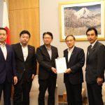 立憲民主党「2018豪雨災害対策本部」として、政府に対する要望書をとりまとめ、菅官房長官に渡しました。