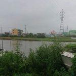 大雨警報発令中につき、河川を見回っています。