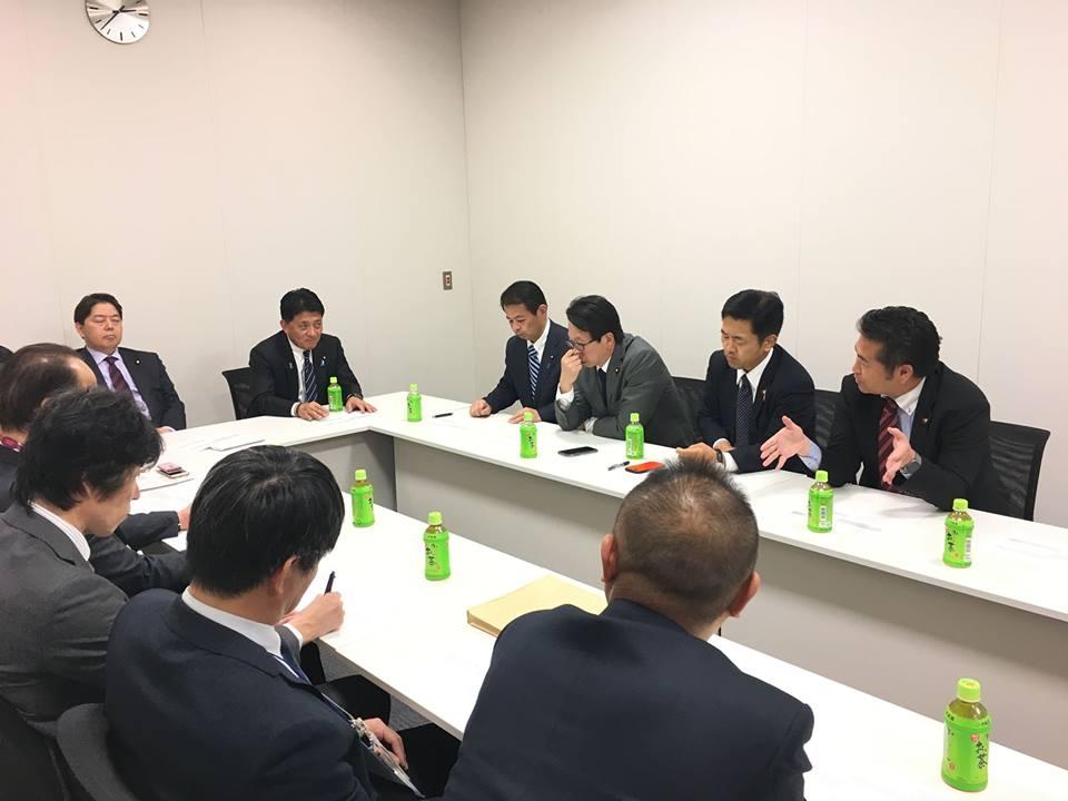 「デジタルソサエティ議員連盟」役員会が開かれ、「社会全体におけるデジタル化の推進に関する法律案(デジタルファースト法案)」について協議を行いました。
