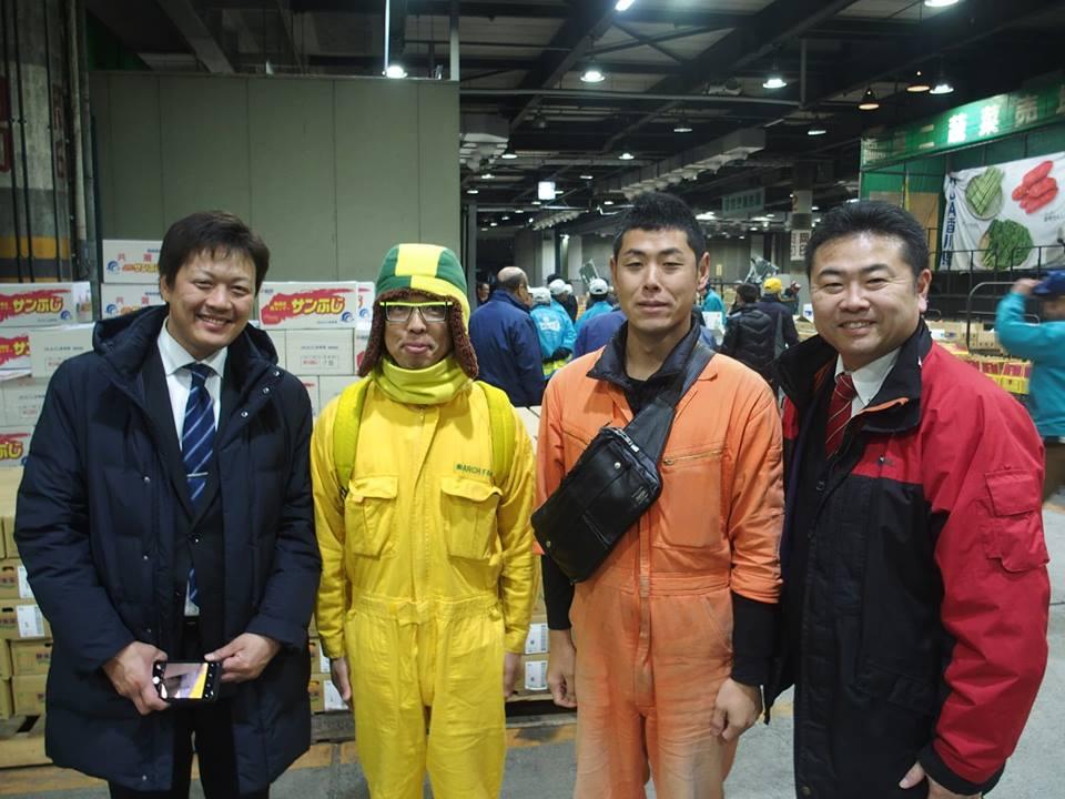 朝3時45分から岡山市中央卸売市場の初せりに。