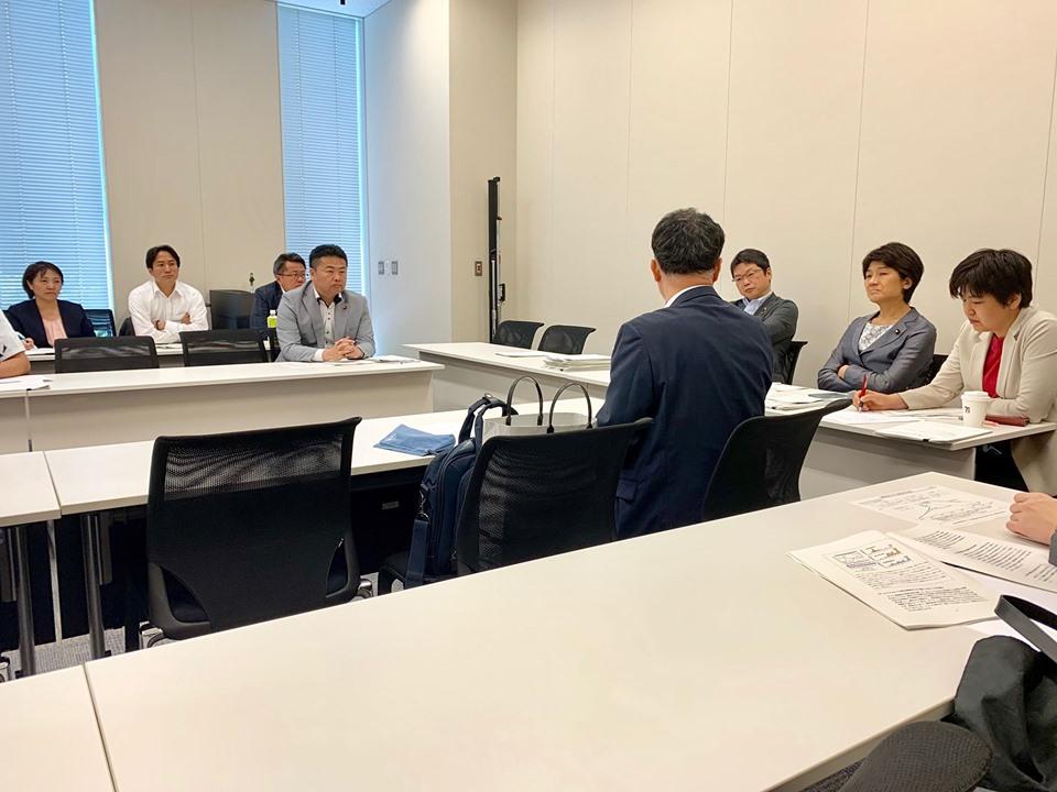 厚生労働部会で「老後2000万円貯金問題」について、金融庁の企画市場局市場課長から説明を受けました。