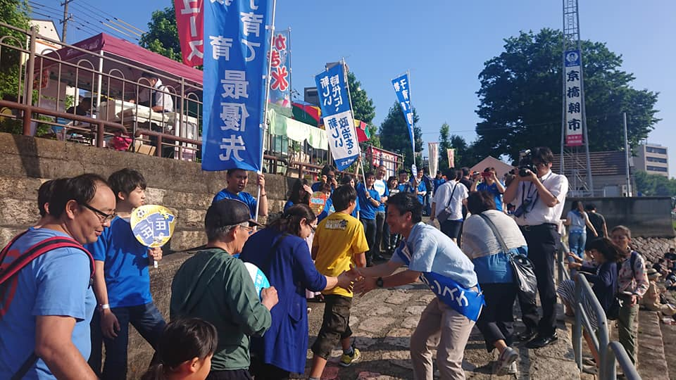 選挙戦4日目の大事なファーストサンデーは京橋朝市からスタート。